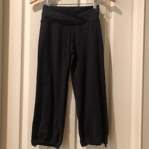 Lululemon black cropped joggers size 2